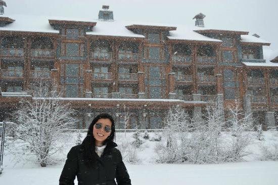 Nita Lake Lodge: Vista desde el lago hacia el hotel
