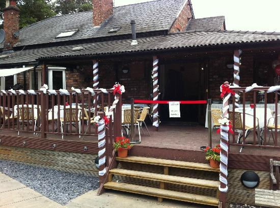 The Farmers Arms: decking area outside