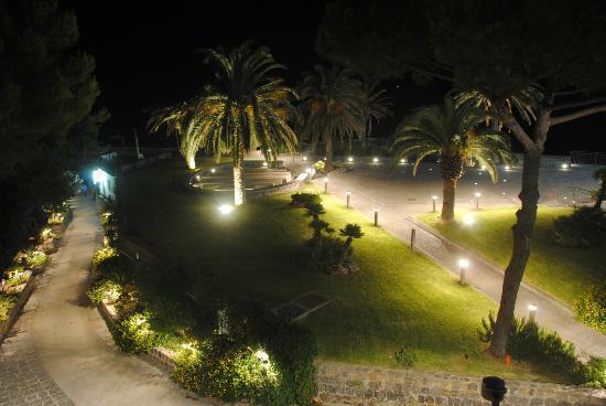 Hotel San Giorgio Terme: vista notturna dall'albergo