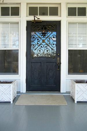 Pandora's Manor : Front Door