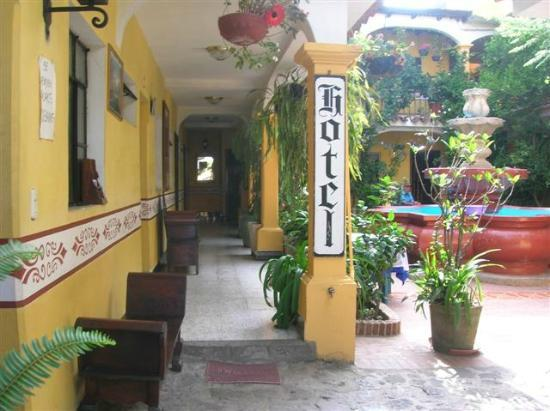 Hotel Posada San Vicente: Entrance way to our hotel