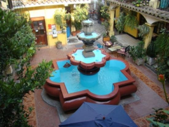 Hotel Posada San Vicente : Beautiful Fountain in our central garden