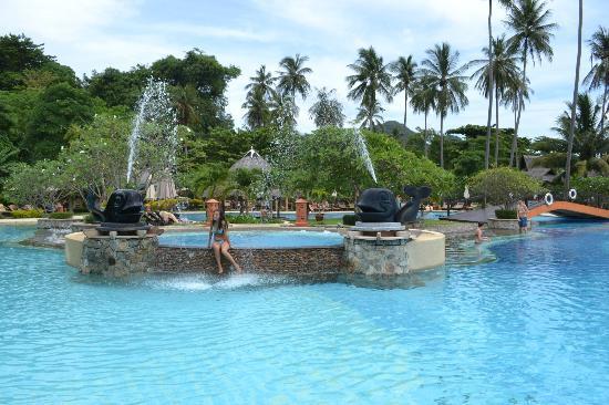 Phi Phi Island Village Beach Resort : Autre vue de la piscine