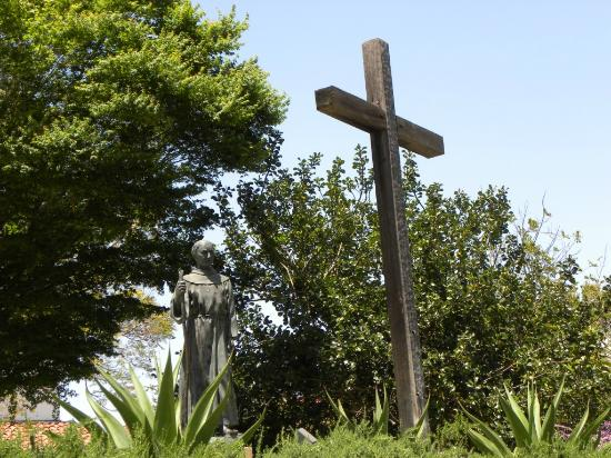 Mission San Luis Obispo de Tolosa: Statua di Padre Junipero Serra
