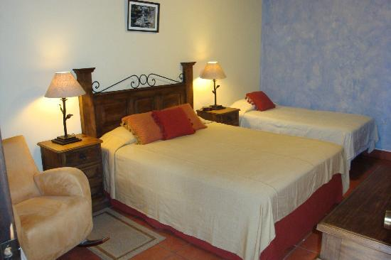 Hotel Meson del Valle: Rooms with sitting areas