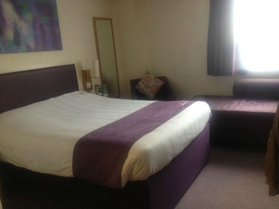 Premier Inn Brighton City Centre Hotel: Decent size room and bed
