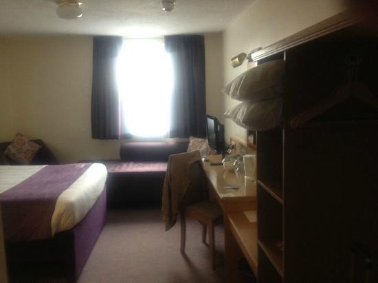 Premier Inn Brighton City Centre Hotel: Room including sofa