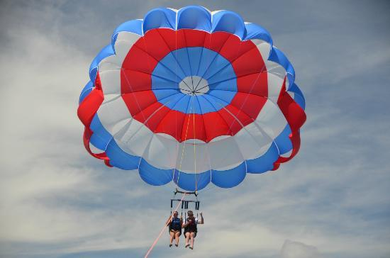 Hyatt Residence Club Key West, Windward Pointe: Parasailing