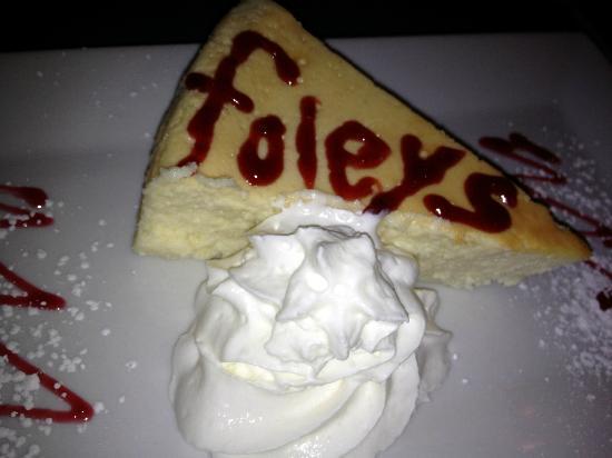Foley's Pub & Restaurant: Wonderful Cheesecake!