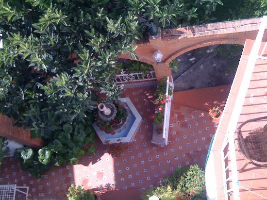 Hostal Residencia Mena: view to the patio