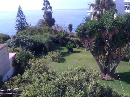 Hostal Residencia Mena: view to the garden