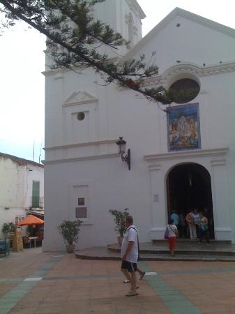 Hostal Residencia Mena: around the hotel