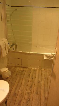 Hotel de Bordeaux: Cuarto de baño