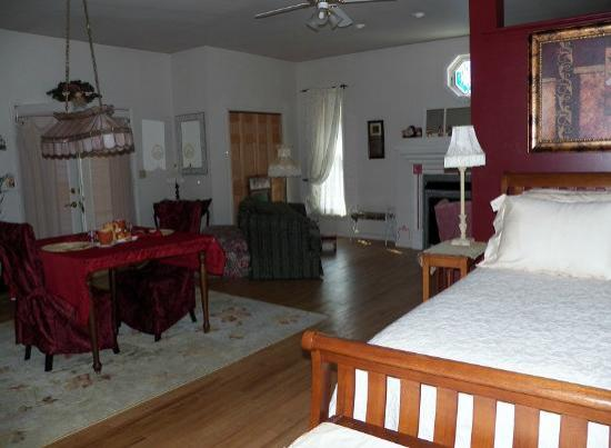 Campbell House Bed and Breakfast : Campbell Queen Suite
