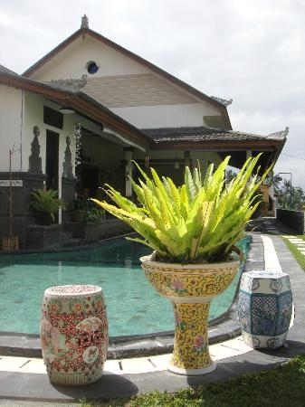 By Dorry Bed & Breakfast: Swimming pool