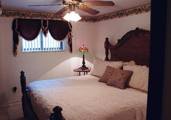 Campbell House Bed and Breakfast : Dolcetto King Suite