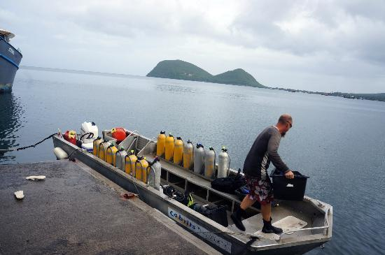 Cabrits Dive Centre : Loading up