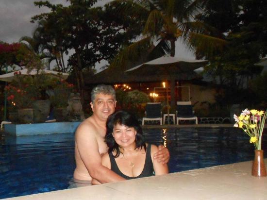 Aneka Lovina Beach Hotel: Poolside