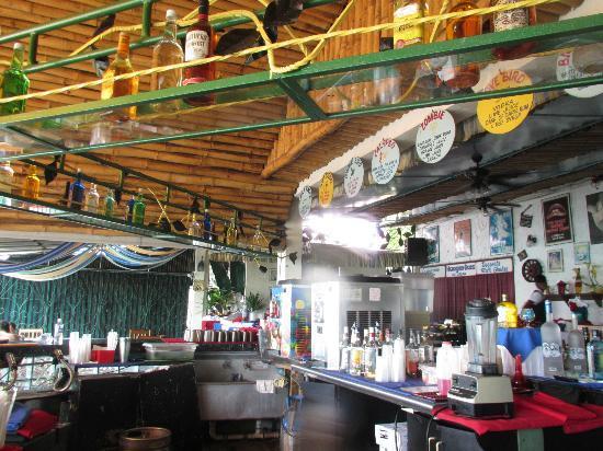 Legends Beach Hotel: Bar