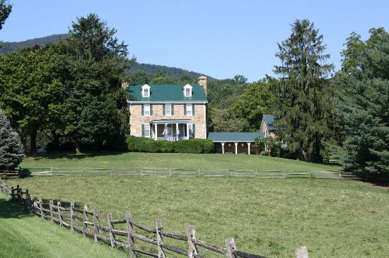 ‪‪Caledonia Farm - 1812  B&B‬: View from the road