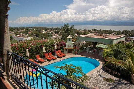 Villa del Angel Bed and Breakfast : View from the balcony overlooking the pool and Lake Chapala
