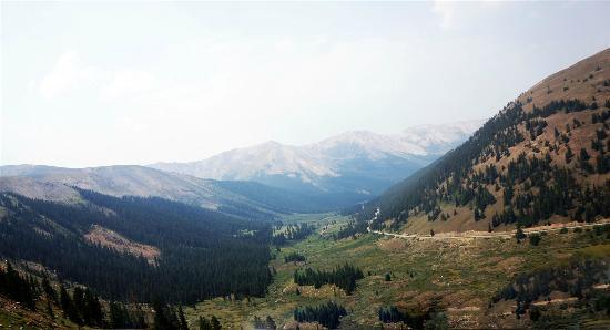 Ores and Mine Bed & Breakfast: View of Independence Pass road coming up from Aspen