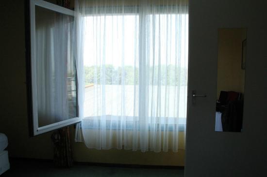 Fletcher Hotel-Resort Amelander Kaap: het raam kan open, maar geen hor....