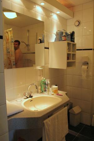 Fletcher Hotel-Resort Amelander Kaap: ruime badkamer