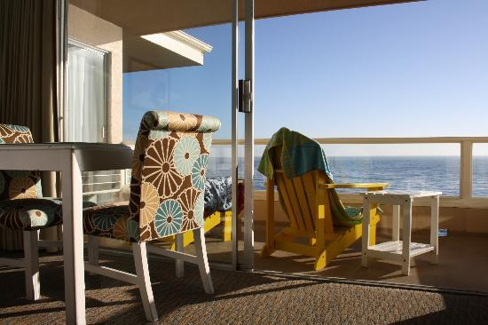 Pacific Edge Hotel on Laguna Beach: Table and balcony in room (ocean front room)