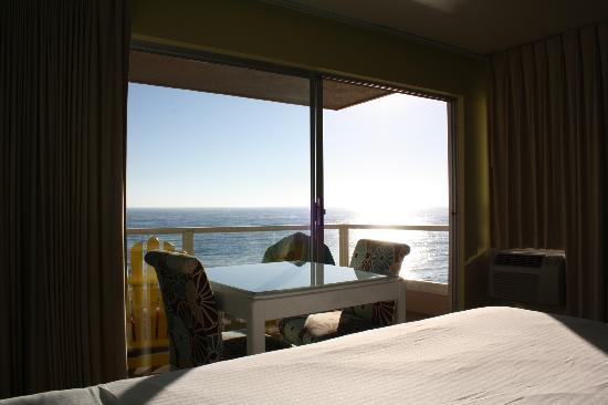 Pacific Edge Hotel on Laguna Beach: View from bed in ocean front room