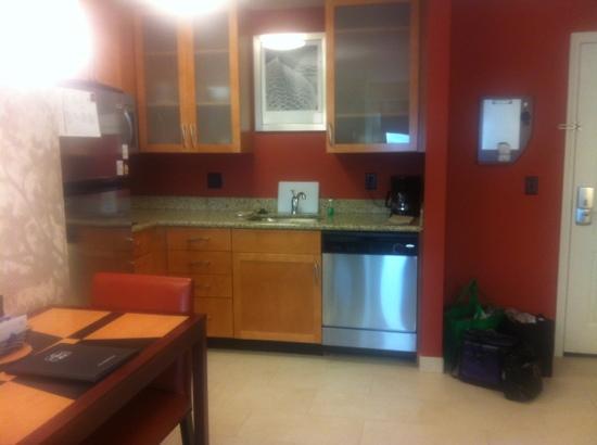 Residence Inn Bismarck North: full kitchen. clean! stocked.