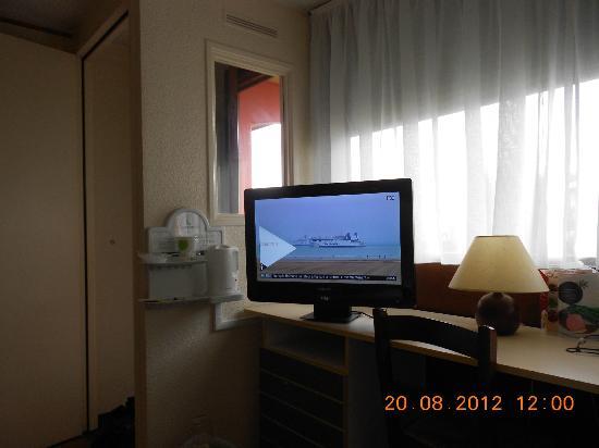 Inter-Hotel Rouen Oissel : tv