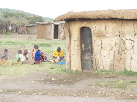 Masai Mara Manyatta Camp : village masaii