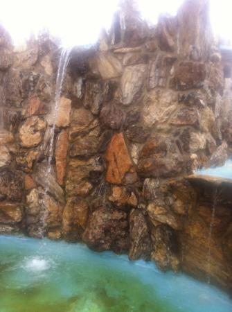 Petrified Wood Park: water fountain built in