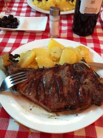 Can Cargolet: Entrecot con patatas.. Yummy!!