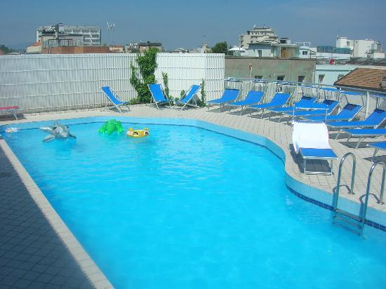 Residence Suisse: piscina panoramica