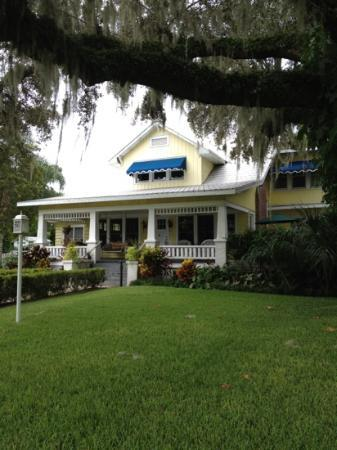 Three Oaks Bed and Breakfast: Step back in time to heaven!!
