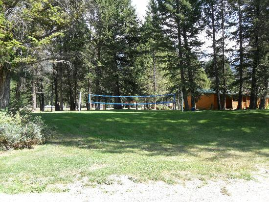 Fairmont Mountain Bungalows: Volleyball court