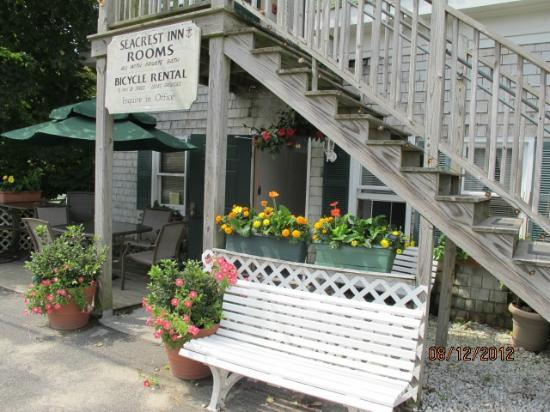 The Seacrest Inn: Charming Entrance