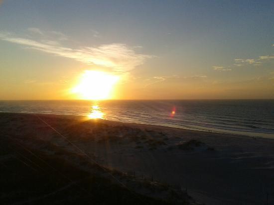 شيل أيلاند ريزورت - أول أوشنفرونت سويتس: Sunrise from our balcony 