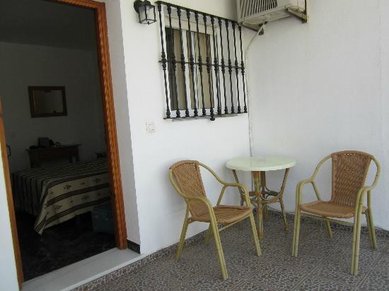 Hostal El Levante: terrazzino del bungalow