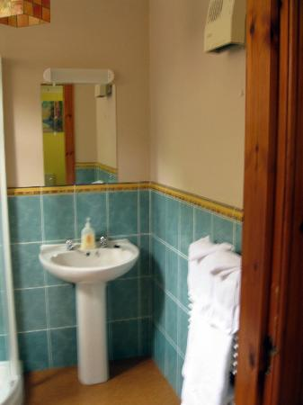 Bracarina House : More of the bathroom - it was huge!