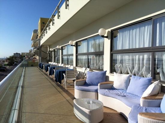 Hotel Igea Spiaggia : terrazza fronte mare sala da pranzo