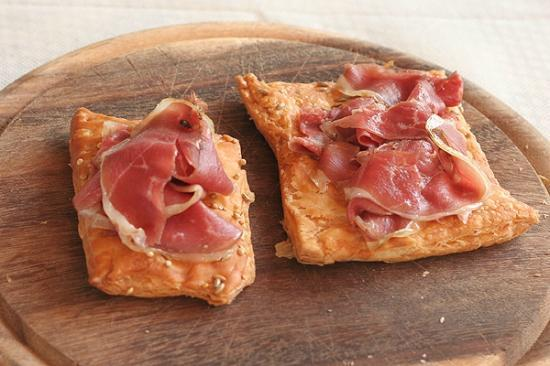 Cascina Madonnina: Goose speck (think goose bacon) on puff pastry
