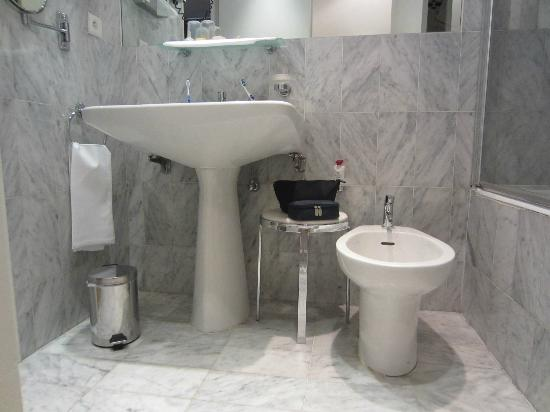 Le Grand Hotel: The sink