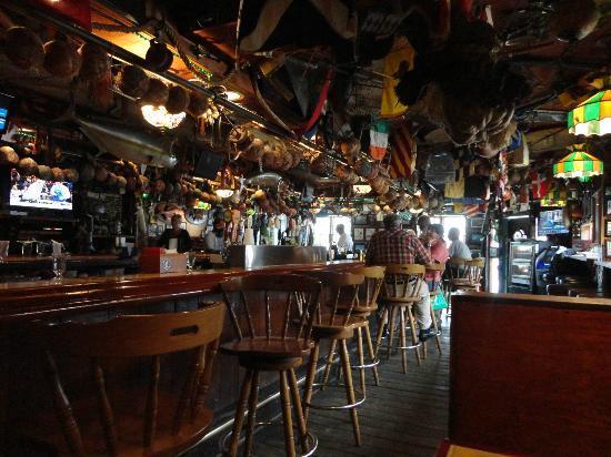 Briny Irish Pub: Full of charector..