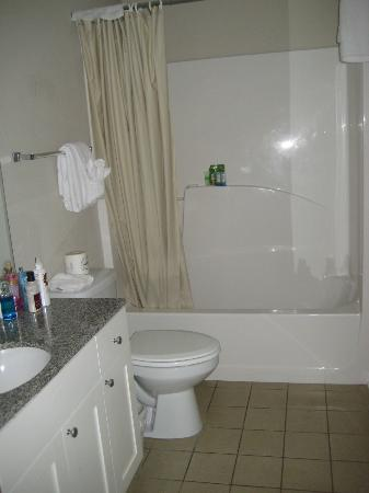Cabana Cay by Oaseas Resorts: Full Bathroom
