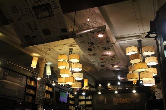 L'Imprimerie : Great ceiling decor!