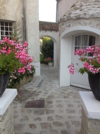 Le Plessis-Luzarches, Francia: la passeggiata al giardino