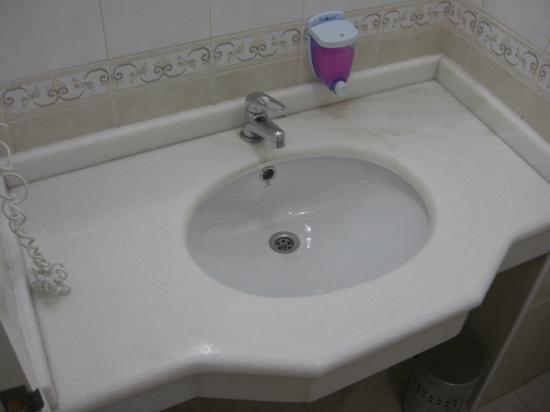 Sayanora Hotel: Waschtisch